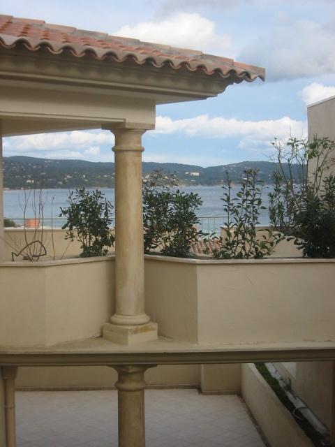 colonnes placages et bas relief villa aix en provence. Black Bedroom Furniture Sets. Home Design Ideas