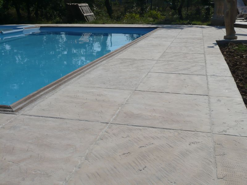 Dallages de piscine ton pierre fabricant dallages for Joint carrelage piscine